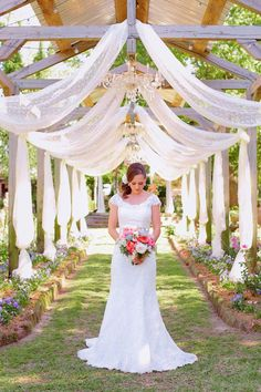 Top 10 Texas Wedding Venues: Elmwood Gardens — An old fashioned country garden sets a magical scene for brides and grooms in East Texas