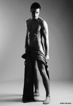 alaston taiteilija omakuva Statue, Art, Chiaroscuro, Art Background, Kunst, Performing Arts, Sculptures, Sculpture, Art Education Resources