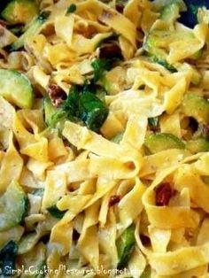 Papardelle z cukinią, suszonymi pomidorami i serkiem mascarpone - przepisy.net Vegetarian Recipes, Snack Recipes, Cooking Recipes, Healthy Recipes, Snacks, Polish Recipes, Pasta Salad, Yummy Treats, Macaroni And Cheese