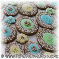 It's all in the details. These cookies perfectly represent the endless possibilities of lace design. To learn more or take one of my classes visit my website☝️ #tundescreations #tundedugantsi #cookieacademy #gingerbread #gingerbreadart #mezeskalacs #mézeskalács #decoratedcookies #icedcookies #icing #icingart #icingcookies #decoratingcookies #lace #lacedetail #lacedesign #cookies #cookieart #cookielove #customcookies