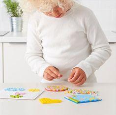 Cómo hacer manualidades originales y creativas usando hama beads. Cómo hacer manualidades diferentes, usando las cuentas termofusibles hama beads.