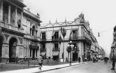 La Plaza de Guardiola,sobre la calle de San Francisco, hoy Madero, del lado izquierdo la casa del Sr. Vicente Escandón, al centro de la imagen la Casa de los Azulejos(Jockey Club). Año de 1906