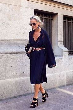 """image via here Of her unique personal style, Vogue UK's fashion director, Lucinda Chambers (in the NY Times) says . """"Shabby, disheveled, boho — I know all those words. Mature Fashion, Older Women Fashion, Fashion Mode, Fashion Over 50, Curvy Fashion, Look Fashion, Womens Fashion, Fashion Tips, Paris Fashion"""