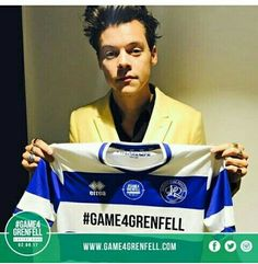 Harry is art Harry Edward Styles, Harry Styles, One Direction Harry, Mobile Photography, Daily Fashion, Photo S, My Love, Picture Composition, Football Match
