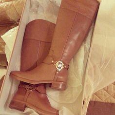 Love ,love , so beautiful bag, I love Michaelkor very much. MK!! 59.99 dollars!!!