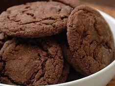 Biscotti al cioccolato speziati con mandorle e cannella. Un dolce dal sapore intenso adatto per un'ottima colazione o una gustosa merenda. Ingredienti: 120 grammi di mandorle, 120 grammi di zucchero, 120 grammi...