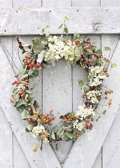 Fall wreaths for your front door look so cute and festive!