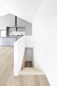 Gallery: Small house with a sunken patio by Gestalten Patio Interior, Interior Stairs, Studios Architecture, Interior Architecture, Sunken Patio, Outdoor Living Rooms, Courtyard House, Australian Homes, White Walls