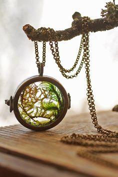 Real moss necklace , floating locket , living locket , mini terrarium jewellery , glass terrarium , pendant necklace , woodland , real plant...