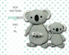 [:nl]Amigurumi haakpatroon Koala moeder en baby[:en]Amigurumi crochet pattern Koala mother and baby[:] - Peggy Sew Crochet Dolls, Crochet Yarn, Thrasher, Baby Koala, Bear Toy, Koala Bears, Mother And Baby, Slip Stitch, Chain Stitch