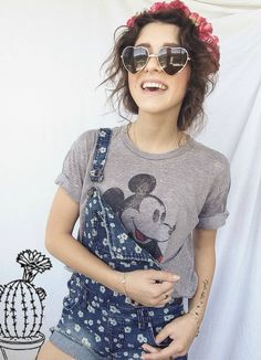 Love this outfit on her Moda Fashion, Teen Fashion, Fashion Beauty, Fashion Outfits, Womens Fashion, Disneyland Outfits, Disney Outfits, Overalls Outfit, Overall Shorts Outfit