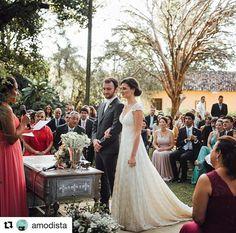 #Repost @amodista with @repostapp ・・・ #MYAmodista { VESTIDO CHARLOTTE HAMPLING } #todoAMORamodista para { JULIANA + FILA } . #amodistaPRESS http://lapisdenoiva.com/casamento-romantico-juliana-e-fila/ . . Local: Fazenda Vassoural | Decoração: Laura Savitci | Beleza da noiva: Puntuale | Banda da cerimônia: Frost Flake | Fotografia e filme: Old Love | Assessoria: Santo Casamenteiro | Vestido: A Modista | Iluminação: Vitor de Stefani |  Buffet: Amici | Doces: Carol Melo | Bolo: Sabor de Céu…