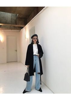 Korean fashion styles 306948530853571339 - Seoul fashion week street casual chic fashion inspo Source by ulzzangstudio Seoul Fashion, Tokyo Fashion, New York Fashion, Paris Fashion, Korea Fashion, Korea Winter Fashion, Berlin Fashion, Fashion 2020, Seoul Street Style