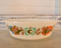 vintage 1970s j and j pyrex casserole dish, carnaby tempo