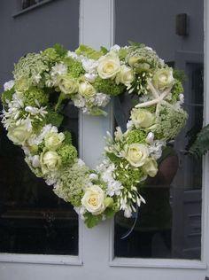 an Anniversary wreath. Diy Wreath, Door Wreaths, Casket Sprays, Wedding Dressses, 1st Wedding Anniversary, Sympathy Flowers, Deco Floral, Wedding Wreaths, Hanging Flowers