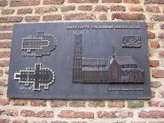Plaquette Grote Kerk, Kerkplein