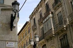Calle Gerona en Alicante.   Especializada en tiendas de trajes de noche y novias.
