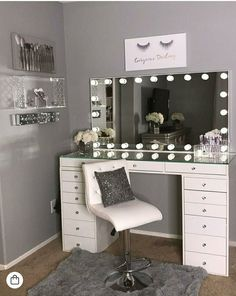40 Kreative DIY-Make-up-Vanity-Design-Ideen die Inpire sind Creative Makeup Look. - 40 Kreative DIY-Make-up-Vanity-Design-Ideen die Inpire sind Creative Makeup Looks die DIYMakeupVanityDesignIdeen Inpire kreative sind Vanity Room, Vanity Set, Teen Vanity, Small Vanity, Diy Vanity, Vanity Design, Makeup Room Decor, Cute Room Decor, Glam Room