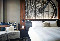 Sleep well by the river at Portland Marriott Downtown Waterfront in hotel guestrooms that feature room service and tranquil waterfall showers. Hotel Lobby Design, Luxury Interior Design, Best Interior, Modern Hotel Room, Hotel Decor, Luxury Furniture, Marriott Hotels, Guest Room, Hotel Interiors