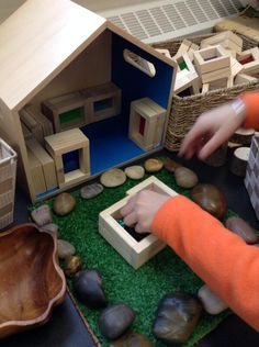 Via @chapmanKs more loose parts play with DIY window blocks.