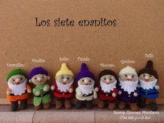With strings already crazy: The seven dwarfs of Snow White Knitted Dolls, Crochet Dolls, Cute Crochet, Crochet For Kids, Amigurumi Patterns, Crochet Patterns, Crochet Disney, Disney Ornaments, Micro Macramé
