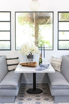 Jamie Chung and Bryan Greenberg Did the 1 Thing Most Homeowners Ignore During a Home Reno Diner Booth Booth Seating In Kitchen, Kitchen Booths, Kitchen Nook, Kitchen Ideas, Kitchen Banquette, Banquette Seating, Kitchen Witch, Kitchen Trends, Diy Kitchen