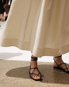 Fashion Gone rouge: Photo Strappy Sandals Outfit, Leather Sandals, Shoes Sandals, Heels, Estilo Tropical, Fashion Gone Rouge, Louis Vuitton Shoes, Summer Shoes, Fashion Shoes