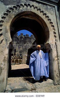 morocco-tangier-kasbah-bab-el-assa-gate-moroccan-man-wearing-traditional