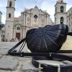 3d bag at Placa de la Catedral, la Habana Vieja.  #3dbespoke #xyzbag #3dbag…