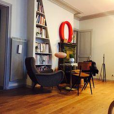 """Mix & match vintage + modern furnitures.  Fauteuil """"Lady"""", Designer Marco Zanuso, Éditeur Artflex, Années 1970's + Chaise """"Result"""", par Frizo Kramer, édition De Circel, 1954"""