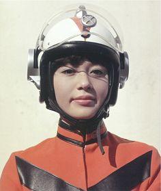 Yuriko Oka, a atriz Mika Katsuragi, uma das beldades da série O Regresso de Ultraman (1971).