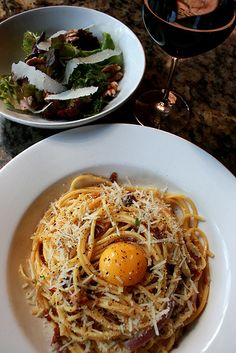 I love carbonara and I'm always fascinated by new takes on what is a very simple recipe. I tried something like this at a restaurant in Brittany many years ago and the egg yolk concept was delicious. Wine Recipes, Pasta Recipes, Great Recipes, Cooking Recipes, Favorite Recipes, I Love Food, Good Food, Yummy Food, Tasty