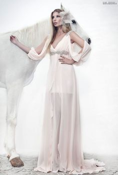 #sexi #love #jeans #clothes #coat #shoes #fashion #style #outfit #heels #bags #treasure #blouses #wedding #weddingdress #weddingday #weddingcelebration #weddingwoman Galit Levi - korzetovým šatám vládne luxusná čipka
