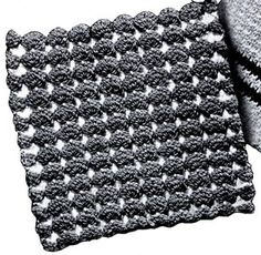 Sugar Plum Potholder crochet pattern from Pot Holders, originally published by Spool Cotton Company, Book No. 133, from 1939.