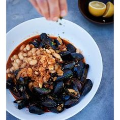 Here's how Basque-inspired San Francisco restaurant Aatxe makes a signature dish, Fino-Steamed Mussels with Chorizo and White Beans. via Williams-Sonoma Taste Baby Food Recipes, Cooking Recipes, Food Baby, Basque Food, Spanish Tapas, Spanish Food, Tapas Dishes, Tapas Party, Corned Beef Brisket