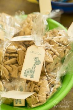 Animal cracker bags! Such an adorable favor for an animal-themed baby shower.