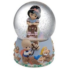 Snow White and Seven Dwarfs Precious Moments Snowglobe