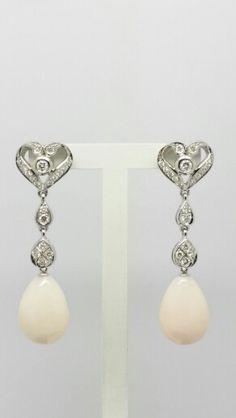 Pendientes novia oro blanco diamantes y coral color piel de angel. Cierre de presión.   www.blascojoyero.com #bodas #novias #joyeria #pendientes #blascojoyero