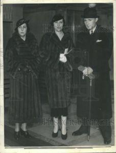 1934 Press Photo Gloria Vanderbilt England Sister fight
