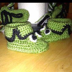 Crochet Frog booties by Kaylee Kakes Crochet