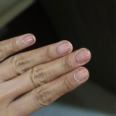 Famous nail artist Eun Kyung Park has created a cool 3-D wire manicure made from ultra-thin strands of gold wire.
