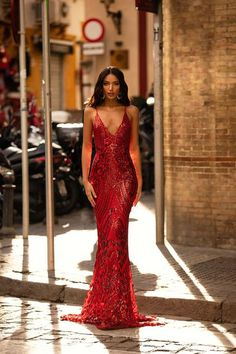 A&N Luxe Label, a formal dresses boutique, can make your dream gown based on your measurements. We specialise in prom, bridesmaids, formal dresses and more. Gala Dresses, Dresses For Teens, Evening Dresses, Midi Dresses, Formal Dinner Dresses, 21st Birthday Outfits, Birthday Dresses, Sequin Gown, Sequin Fabric
