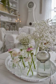 ~ hagbacken.blogspot.se ~ Happy white space and love the white grandfather clock.