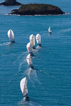 (via The Whitsunday Islands | Yacht Charter Destinations)