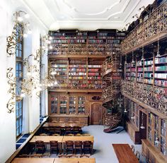 The Law Library of Munich (r)
