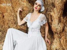 Foto 14 de 19 Traje de novia estilo ibicenco con original velo colocado al estilo pirata. Imagen Charo Ruiz Ibiza | HISPABODAS