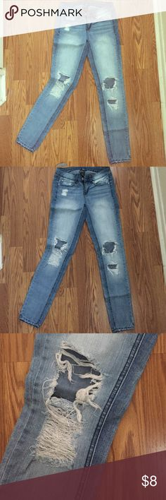 REWASH FADED BLUE DISTRESSED JEANS💕 American REWASH FADED DISTRESSED JEANS used it many times still cute except big rip on the knees no damage but all great! Rewash Jeans Skinny