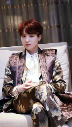 yoongi is a twink, don't @ me Suga Suga, Min Yoongi Bts, Bts Bangtan Boy, Daegu, Foto Bts, Bts Photo, Agust D, Billboard Music Awards, Ed Sheeran