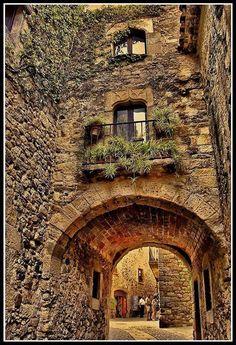 """Catalonia - by Reinante El Pinto de Fuego. Streets of Girona - Gerona   """"Jewish neighborhood"""". Spain"""
