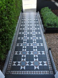 Creating Kerb Appeal – Edna & Ossie The design of the front garden was ab… Victorian Front Garden, Victorian Terrace House, Victorian Tiles, Edwardian House, Victorian Flooring, Victorian Townhouse, Front Garden Path, Front Path, Garden Paths